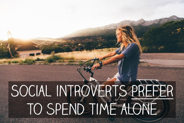 Social introverts genuinely prefer to hang out on their own or in smaller groups.
