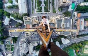 Amazing pictures capture student's daring climb to top of skyscraper using only a rope